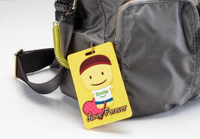 只要您認購永久寶寶書包,就能得到可愛又實用的「永久寶寶卡套」喔!